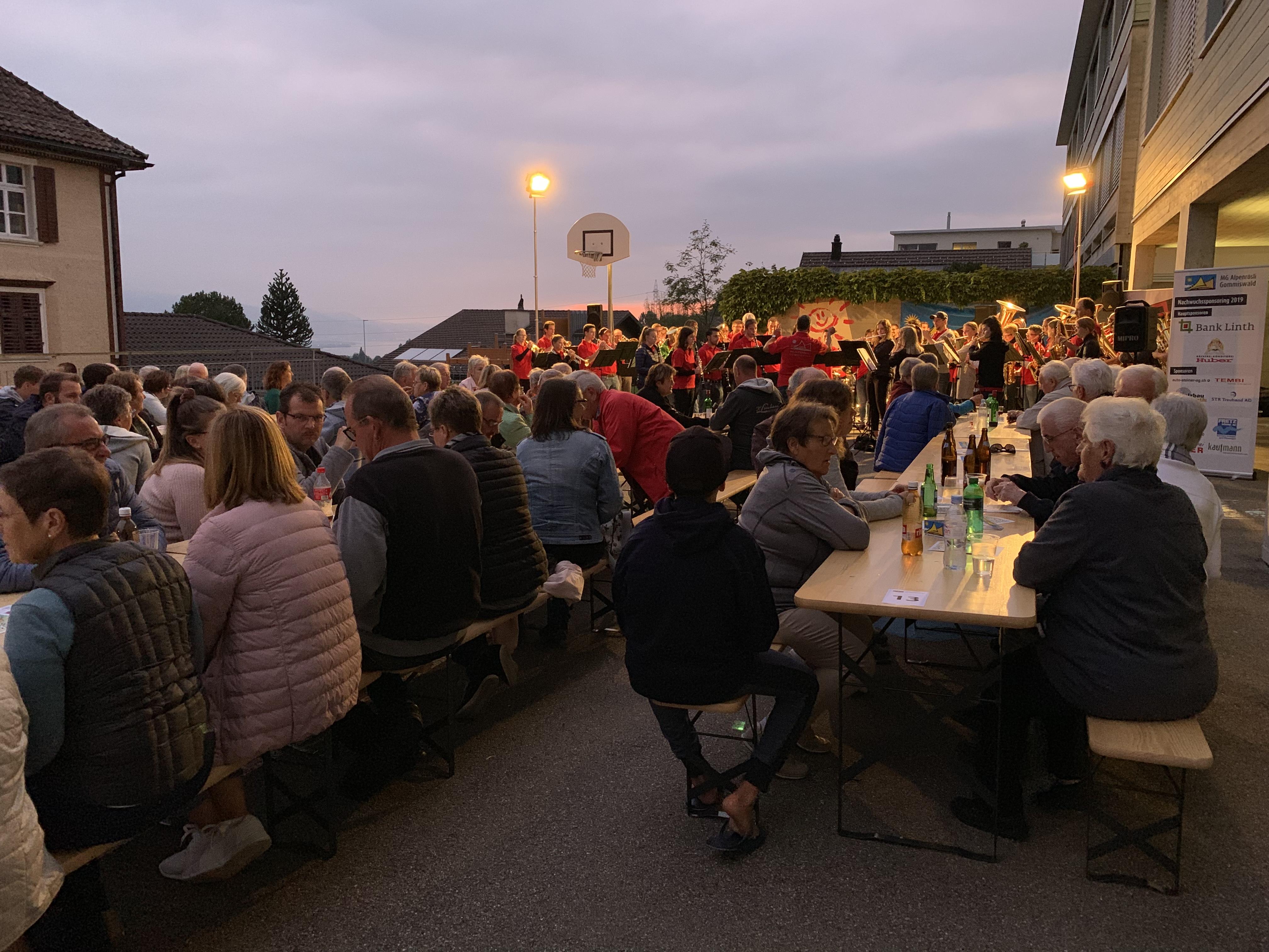 🎼 Sommerabendkonzert mit MV Goldingen, Primarium Gommiswald 🎶🌭🍻🍰